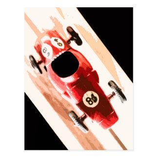 Coche del juguete en pista de madera postal