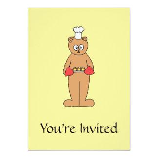 Cocinero del panadero con los Cupcakes. Invitación 12,7 X 17,8 Cm