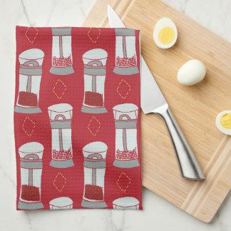 Coctelera de sal italianas y de pimienta de la paño de cocina