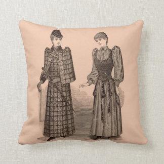 Cojín Decorativo 1895 señoras capa y vestido de la impresión del