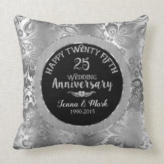 Cojín Decorativo 25to Damascos negros y de plata del aniversario de