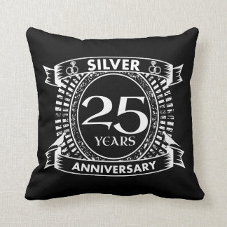 Cojín Decorativo 25to escudo de la plata del aniversario de boda