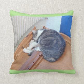 Cojín Decorativo 'Agotado después de un movimiento Kitty