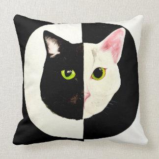 Cojín Decorativo Amortiguador blanco y negro del gato de Yin yang