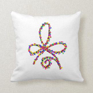 Cojín Decorativo Amortiguador céltico feliz colorido del símbolo de