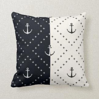 Cojín Decorativo Anclas náuticas en crema y negro de los diamantes