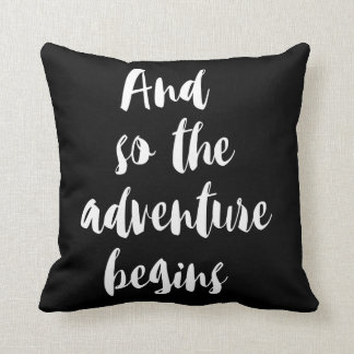 "Cojín Decorativo ""And so the adventure begins"""