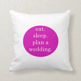 Cojín Decorativo ¡Apenas enganchado - coma, duerma, planee un boda!