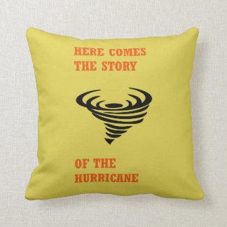 Cojín Decorativo Aquí viene la historia del huracán