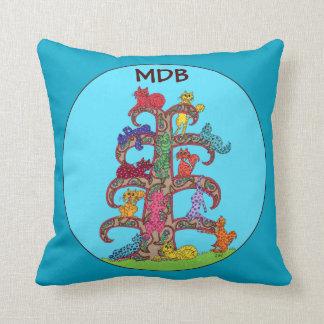 Cojín Decorativo Árbol brillante del gato de Paisley del monograma