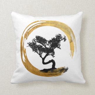 Cojín Decorativo Árbol de los bonsais. Círculo de Enso del zen.