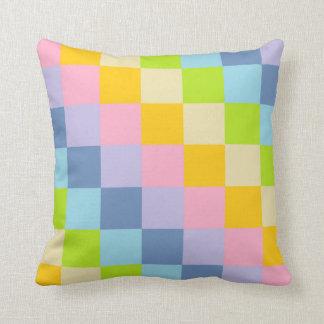 Cojín Decorativo Arco iris en colores pastel ajustado