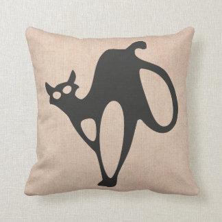 Cojín Decorativo Arpillera asustadiza del gato del truco o de la