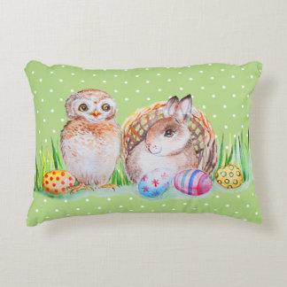 Cojín Decorativo Arte de Pascua del búho y del conejito
