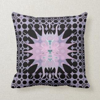 Cojín Decorativo Arte rosado de la lavanda y negro púrpura Nouveau
