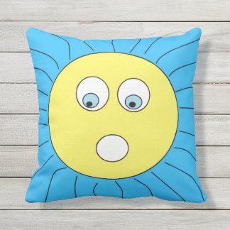 Cojín Decorativo Azul sorprendido divertido del diseño de Sun