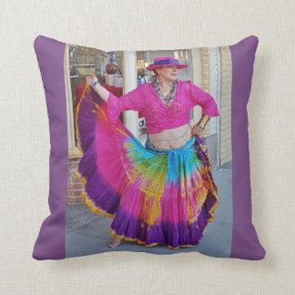 Cojín Decorativo Bailarín colorido de la falda