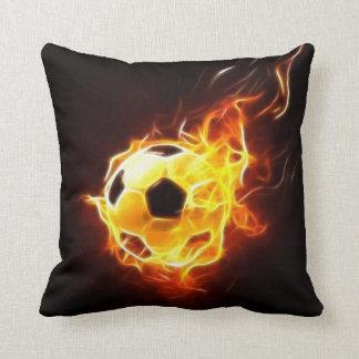 Cojín Decorativo Balón de fútbol en llamas