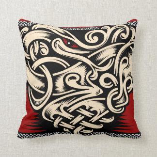Cojín Decorativo Beige negro rojo del corazón céltico