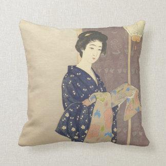 Cojín Decorativo Belleza japonesa en kimono del verano