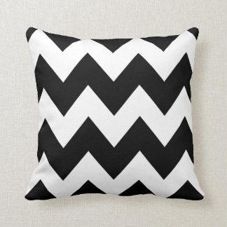 Cojín Decorativo Blanco intrépido del negro del modelo de zigzag de