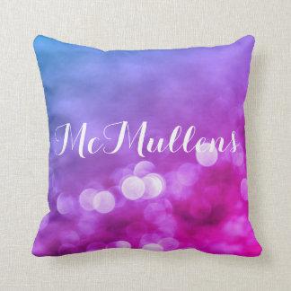 Cojín Decorativo Bokeh púrpura, azul, rosado brillante enciende el