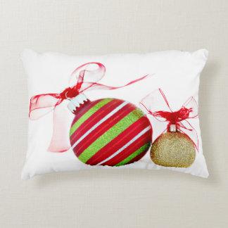 Cojín Decorativo Bolas de los ornamentos del navidad contemporáneas