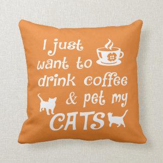 Cojín Decorativo Café y gatos