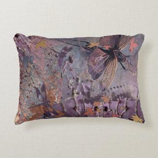 Cojín Decorativo Collage púrpura de la fantasía de la caída