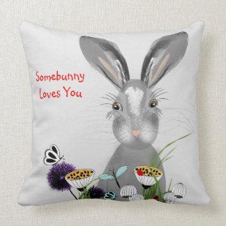 Cojín Decorativo Conejo de conejito caprichoso lindo y flores