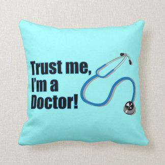 Cojín Decorativo Confíe en que yo es un doctor Funny Graduation