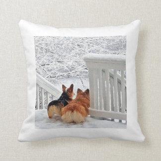 Cojín Decorativo Corgis en la nieve