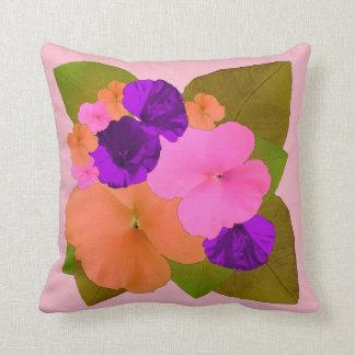 Cojín Decorativo Correhuela anaranjada rosada del pensamiento
