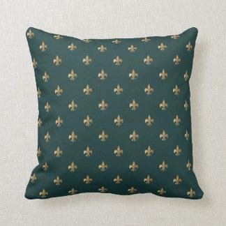 Cojín Decorativo De oro con clase como la flor de lis en verde de