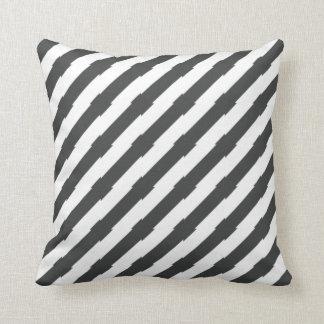 Cojín Decorativo Diagonal única blanco y negro rayada