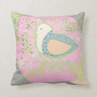 Cojín Decorativo Diseño de un pájaro rodeado por el árbol con las