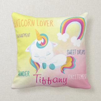 Cojín Decorativo Diseño dulce del arco iris del unicornio el dormir