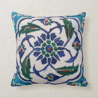 Cojín Decorativo Diseño floral azul y blanco de la teja de la era