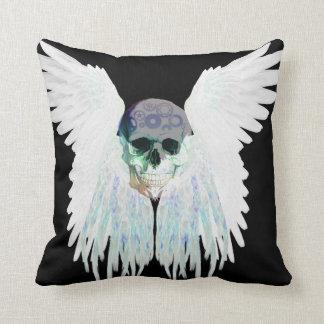 Cojín Decorativo Diseño gótico con alas del cráneo perfecto para