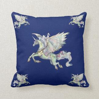 Cojín Decorativo El ángel se nubla unicornio mágico del amarillo