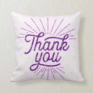 Cojín Decorativo El brillo le agradece púrpura de la tipografía