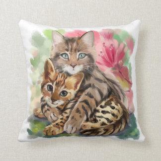 Cojín Decorativo El gato abraza el gatito