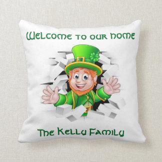 Cojín Decorativo El Leprechaun personalizado de St Patrick 'nuestro
