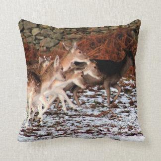 Cojín Decorativo En sus marcas (ciervos)