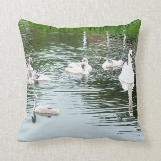 Cojín Decorativo Familia de cisnes