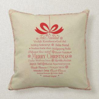 Cojín Decorativo Felices Navidad multilingües beige y rojas