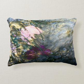 Cojín Decorativo Flor abstracta en agua