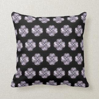 Cojín Decorativo Flor púrpura y blanca del fractal con el centro