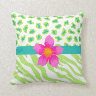 Cojín Decorativo Flor verde, blanca y verde azulada del naranja de