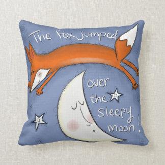 Cojín Decorativo Fox saltado sobre la luna